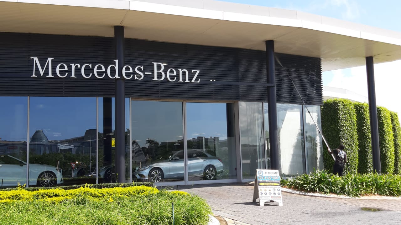 Dealership Forecourt Cleaning